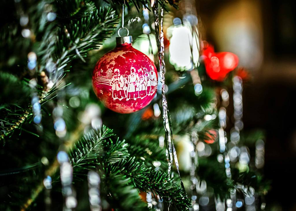 Cerrar foto de adornos navideños