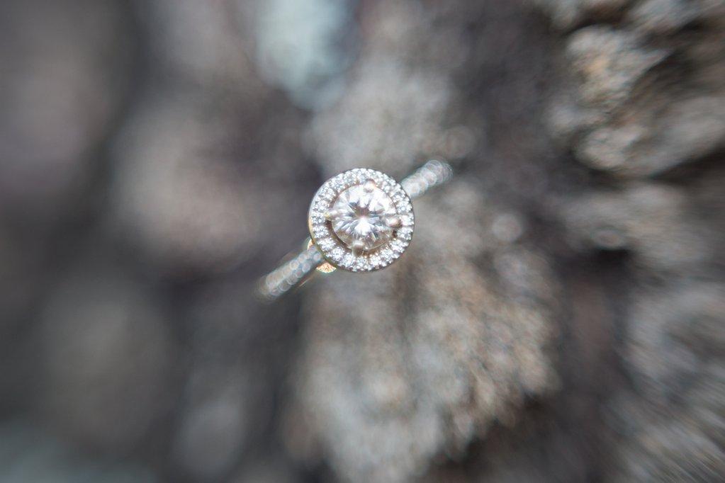 Imagen macro de lente libre del anillo de compromiso