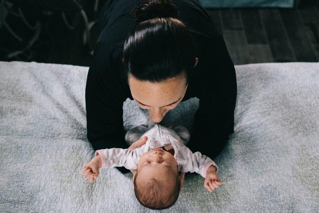 Ideas de fotografía para contar historias Foto de la madre y el recién nacido
