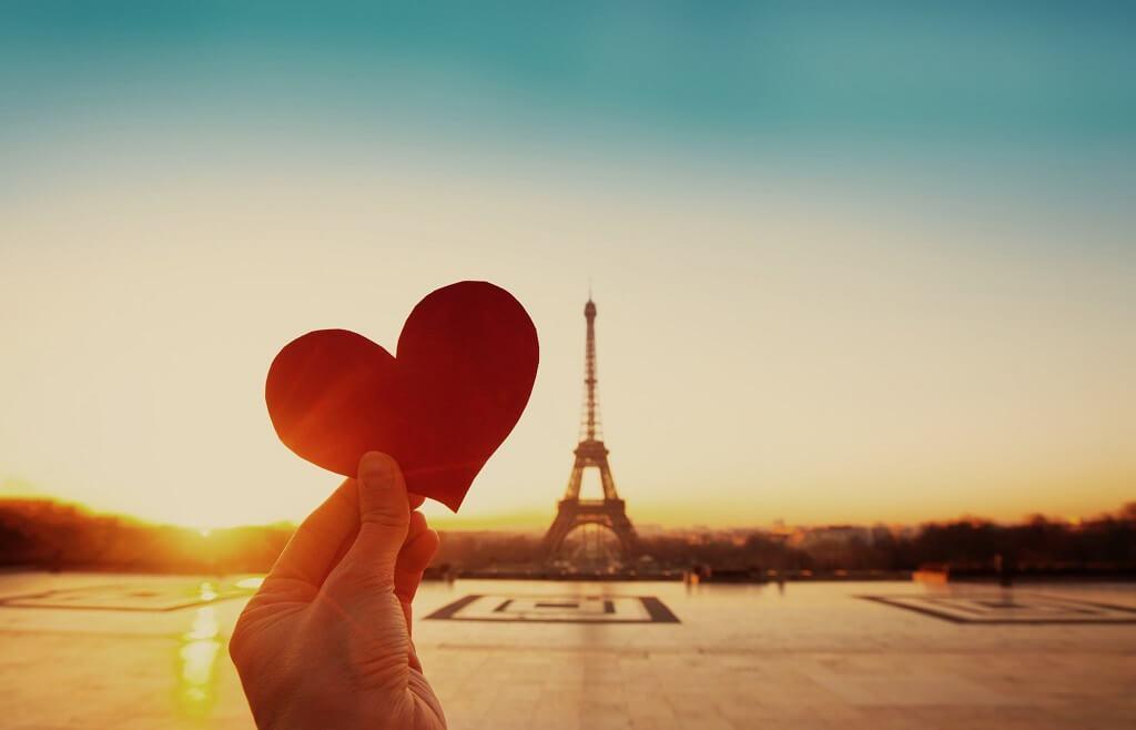 Foto de perspectiva forzada Torre Eiffel