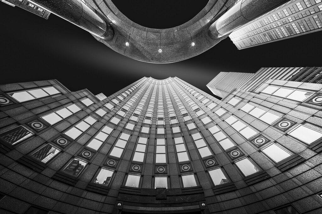 Foto en perspectiva ascendente del paisaje urbano