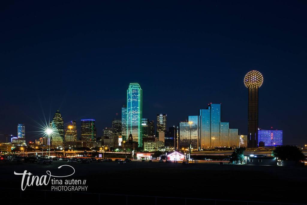 Foto nocturna del horizonte de Dallas, Texas