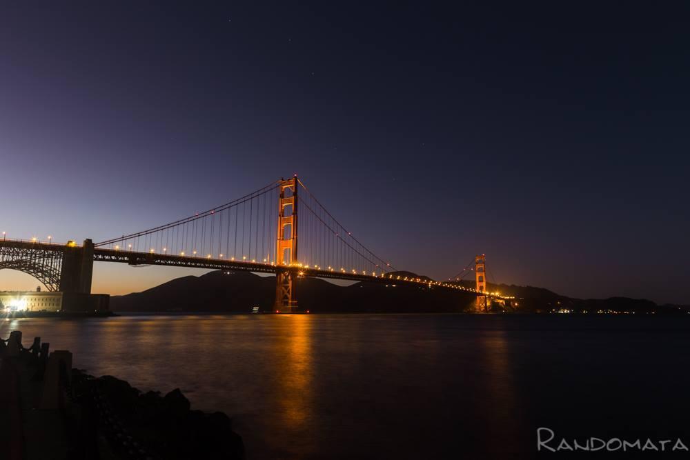 Foto nocturna del puente Golden Gate