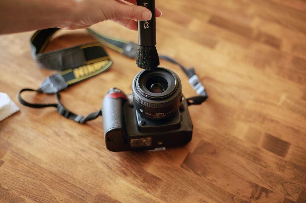 cómo limpiar la lente de la cámara en casa