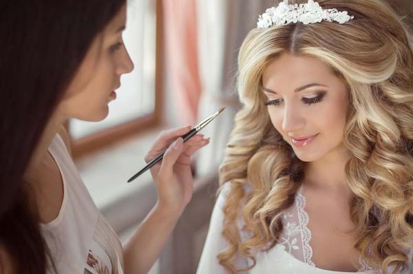 Guía de fotógrafos para utilizar un maquillador profesional