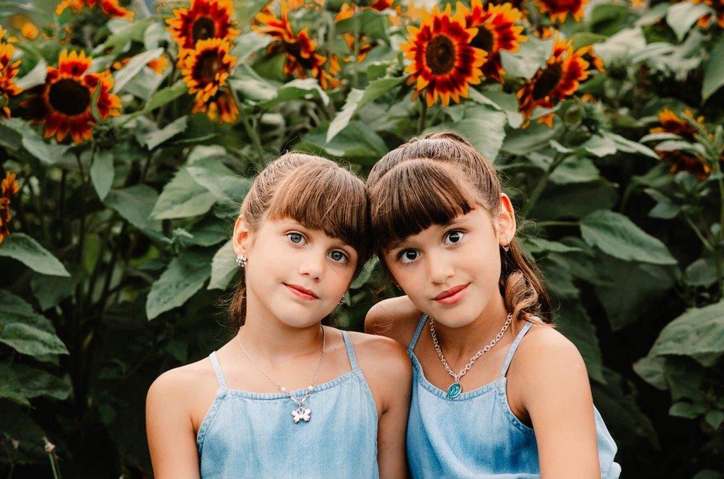 mejor foto de 2019 - dos chicas dulces sonriendo