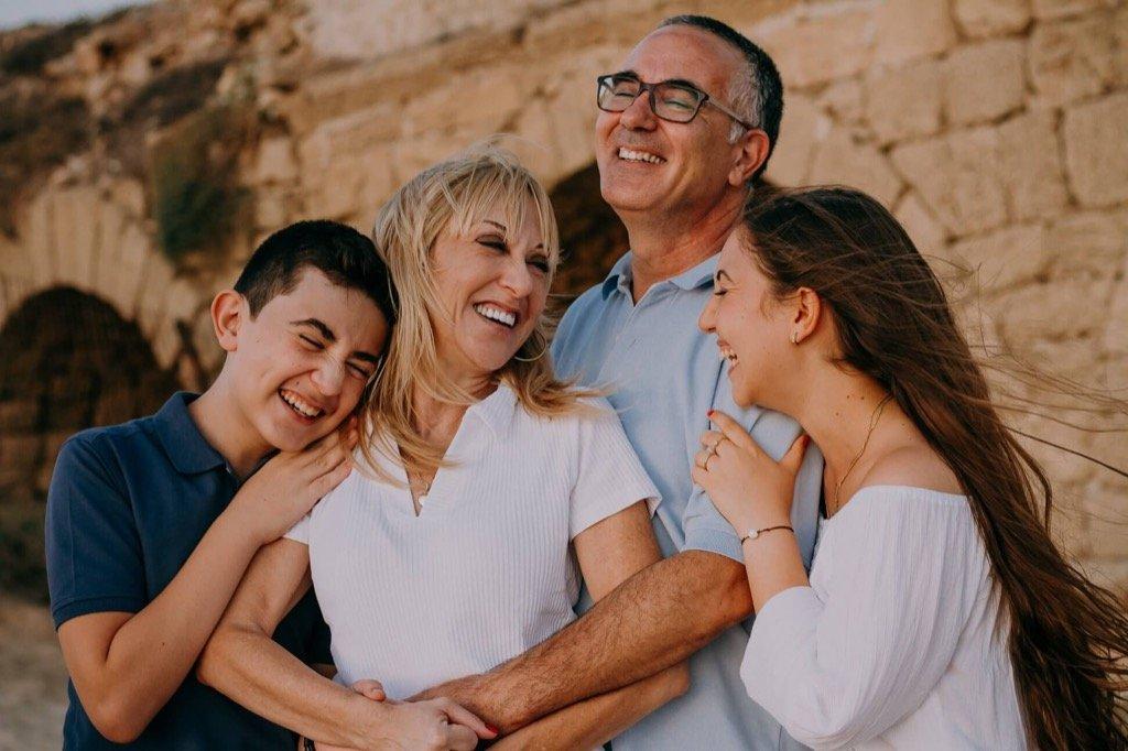 mejores fotos de 2019 - Familia riendo sonriendo