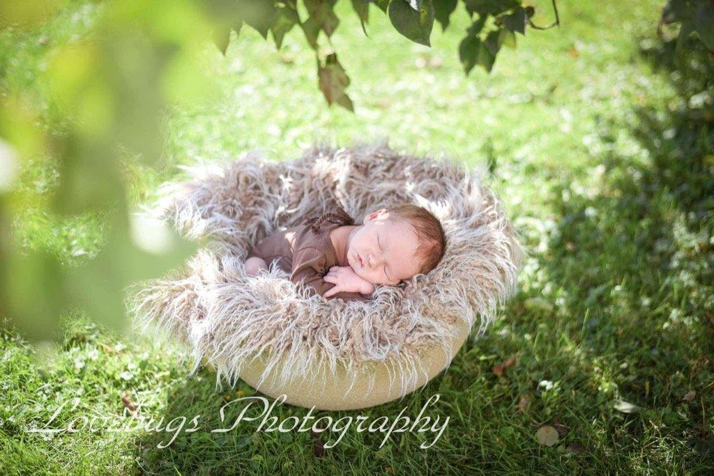 Las mejores fotos de 2019 - Bebé recién nacido al aire libre
