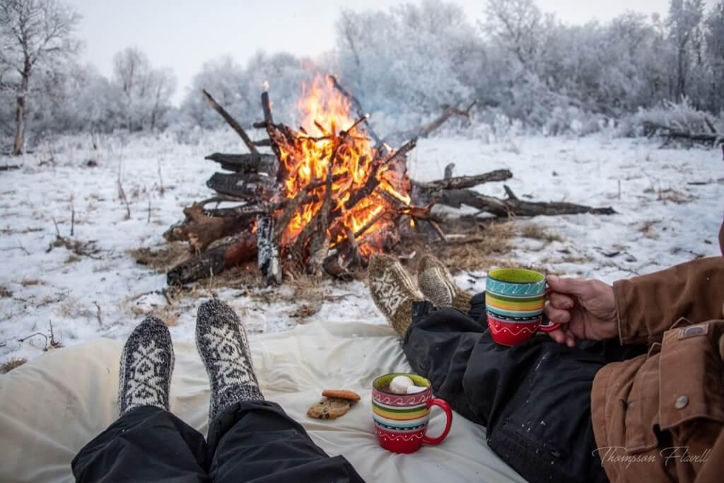 Las mejores fotos de 2019 - sentados juntos junto al fuego
