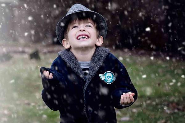 Aprenda a agregar hojas y nieve en Photoshop