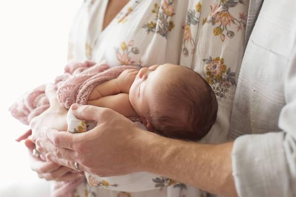 5 consejos esenciales de seguridad para la fotografía de recién nacidos