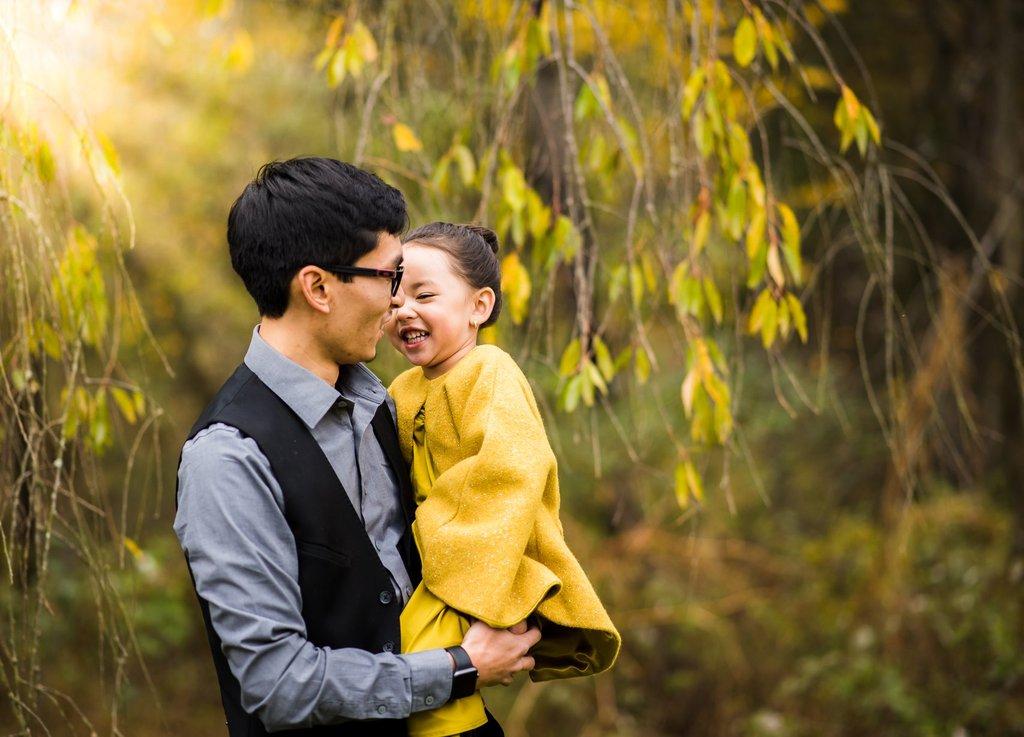 Las mejores fotos de 2018 - Padre sosteniendo a su hija y riendo