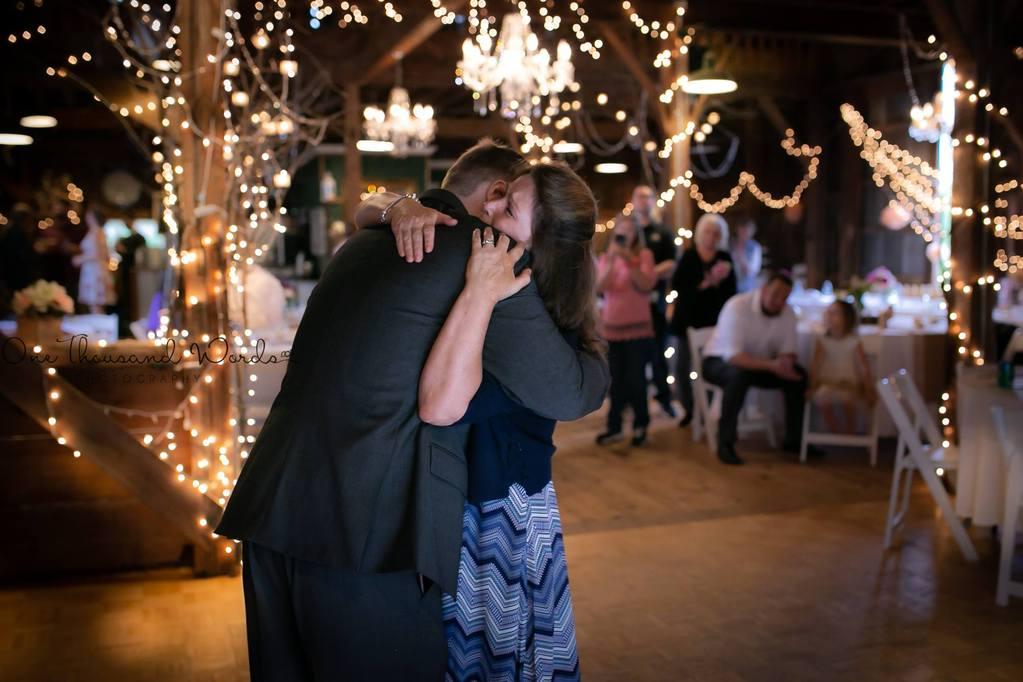Las mejores fotos de 2018 - Madre e hijo bailando en la boda