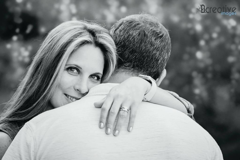 2018 mejores fotos - mujer abrazando a un hombre