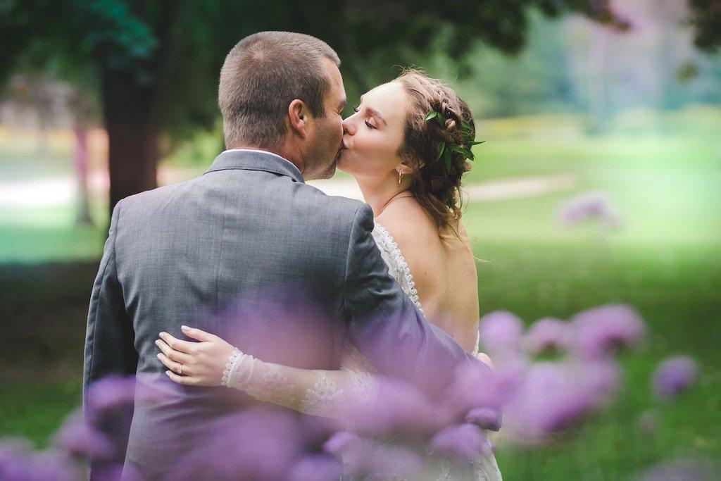 Foto de boda besos de novios
