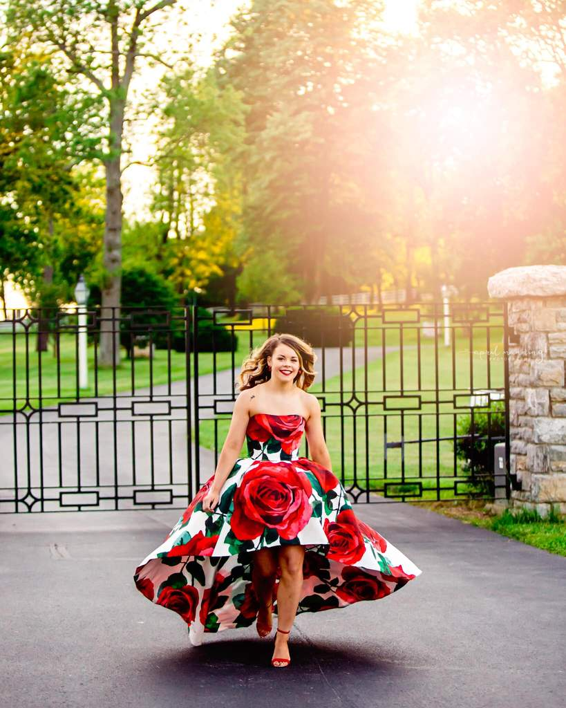 Sesión de fotos senior con vestido de primavera