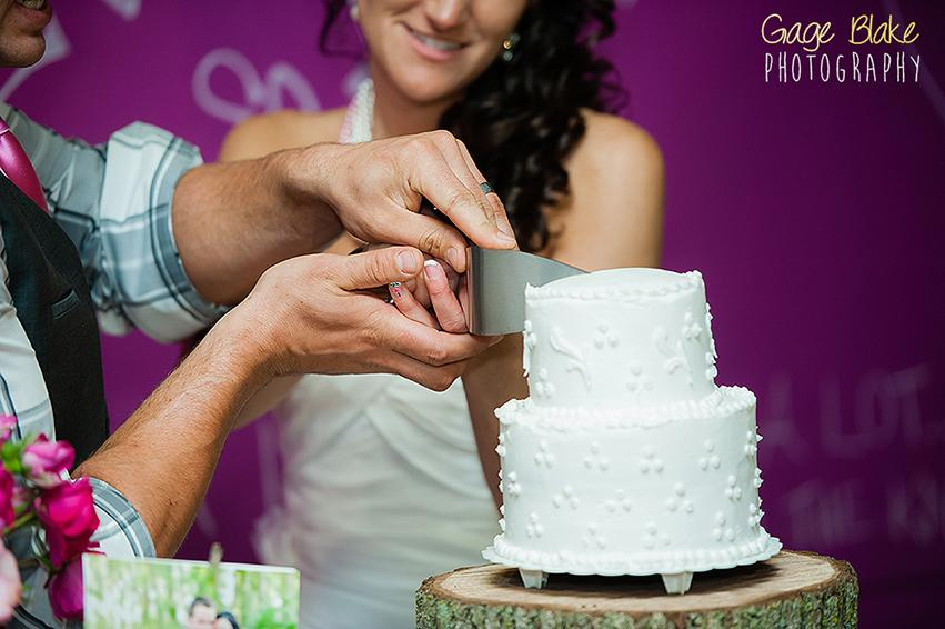 fotografiando el corte del pastel de bodas