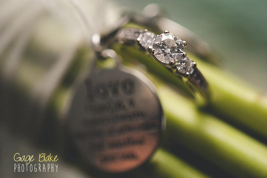 Primer plano del anillo de bodas: fotografías de boda importantes para capturar