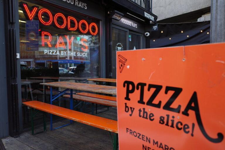 Los 5 mejores consejos para fotografiar letreros de tiendas y escaparates para un proyecto fotográfico de la ciudad