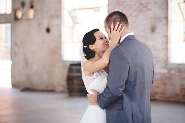 Primer vistazo a las fotos de la boda (cómo capturar el momento especial)